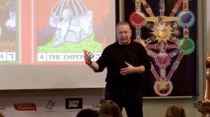 José Luis Caritg , en Escuelas de Misterios, impartiendo el seminario Cábala Profética.